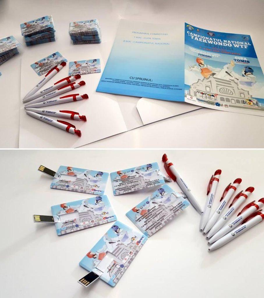 pliante pixuri carti de vizita cu grafica paleta de culori pret redus